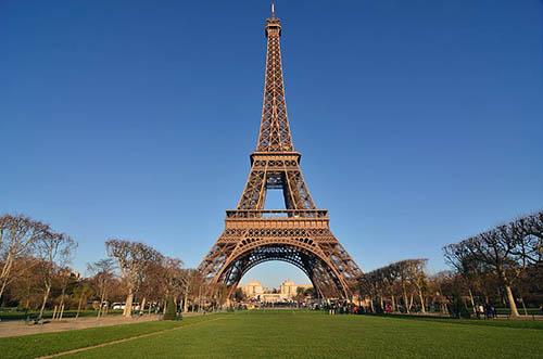 cuanto mide la torre eiffel