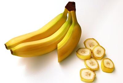 cuantas calorias tiene 1 banano